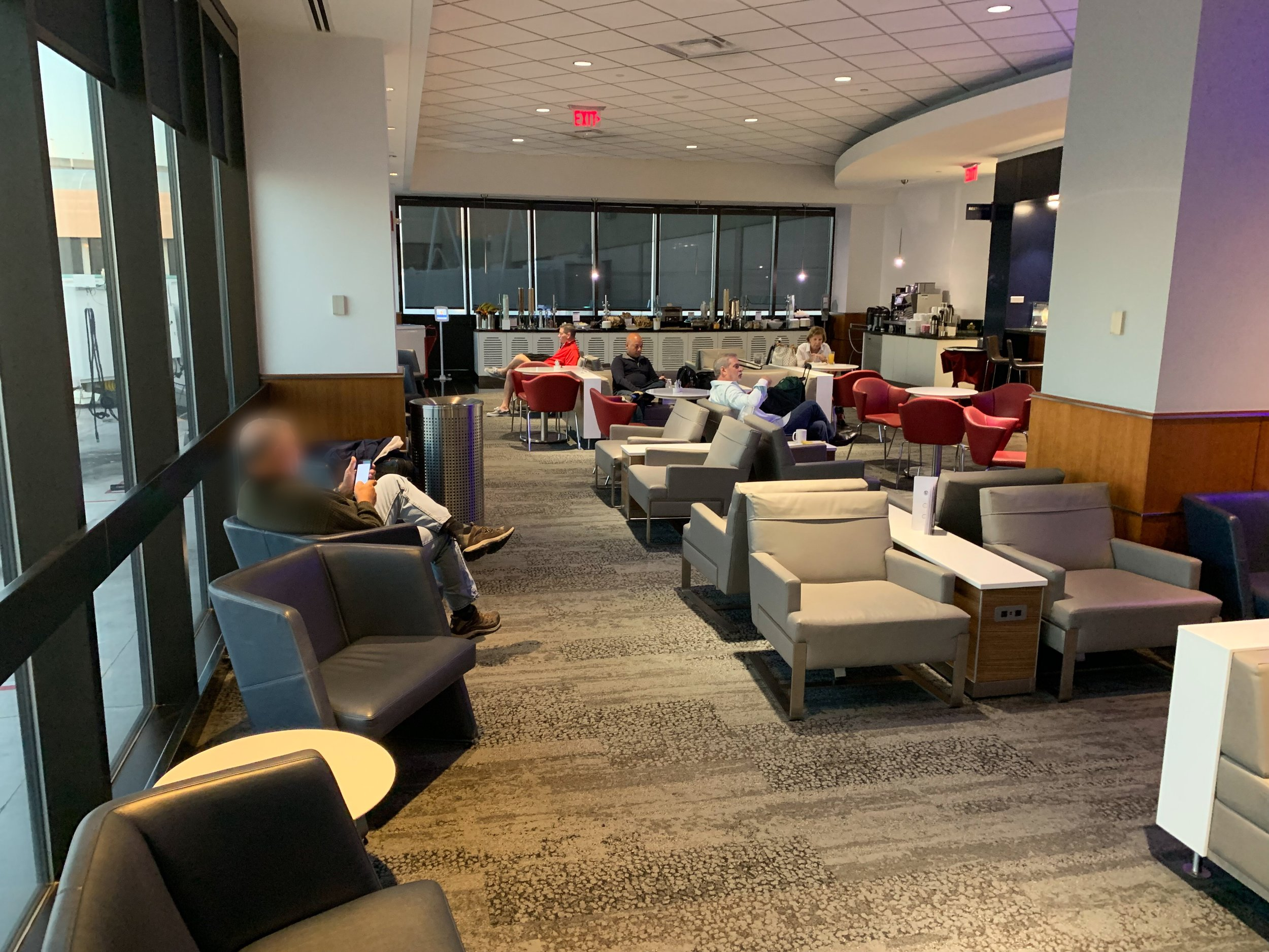 WEST PALM BEACH - Concourse C, Across From Gate C4