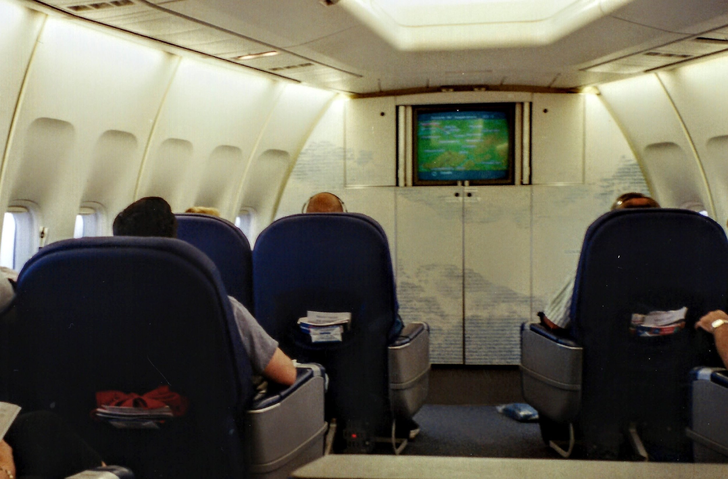 World Business Class cabin on a KLM 747-400 in 2001.