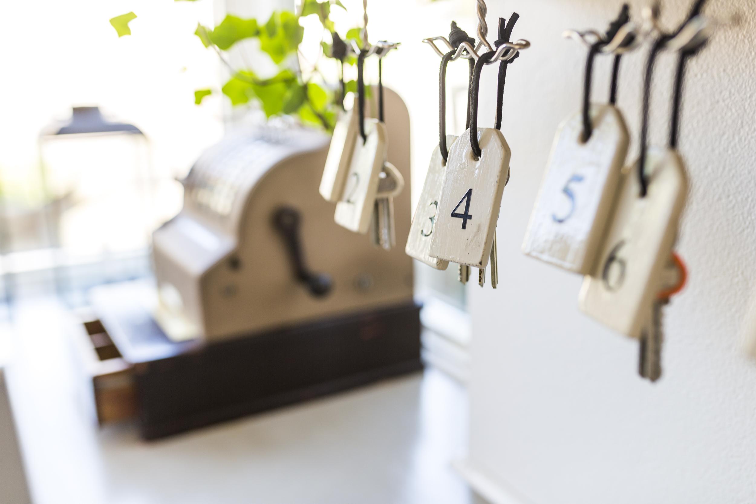 In & Utcheckning - Incheckning kl. 15.00-17.00Vid incheckning efter 17.00 så läggs era nycklar i vårt låsta nyckelskåp och ni erhåller koden så att ni kan checka in när det passar er.Utcheckning kl. 11.00