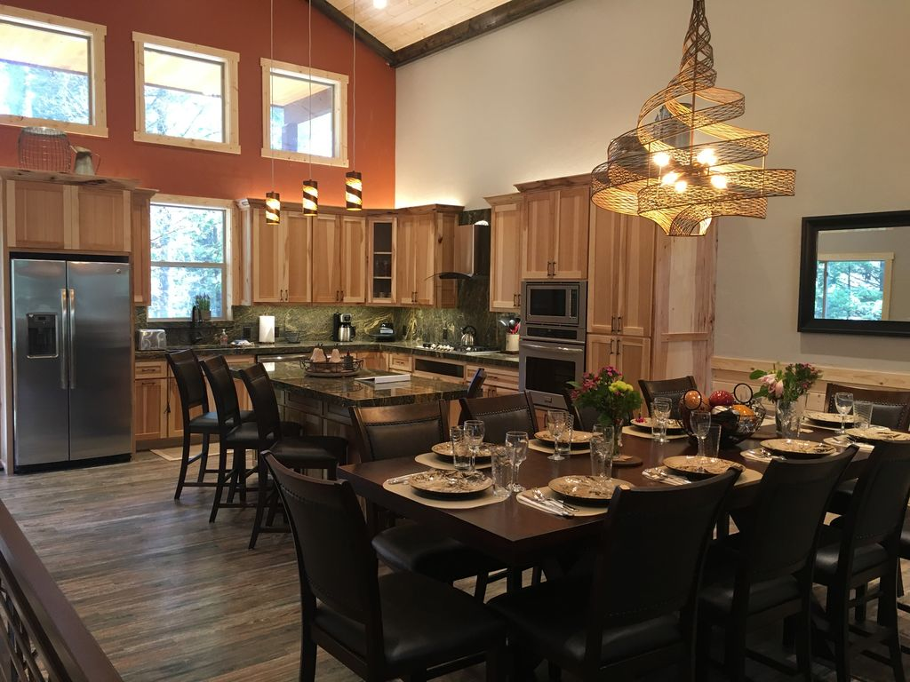 Serenity Pines Lodge -
