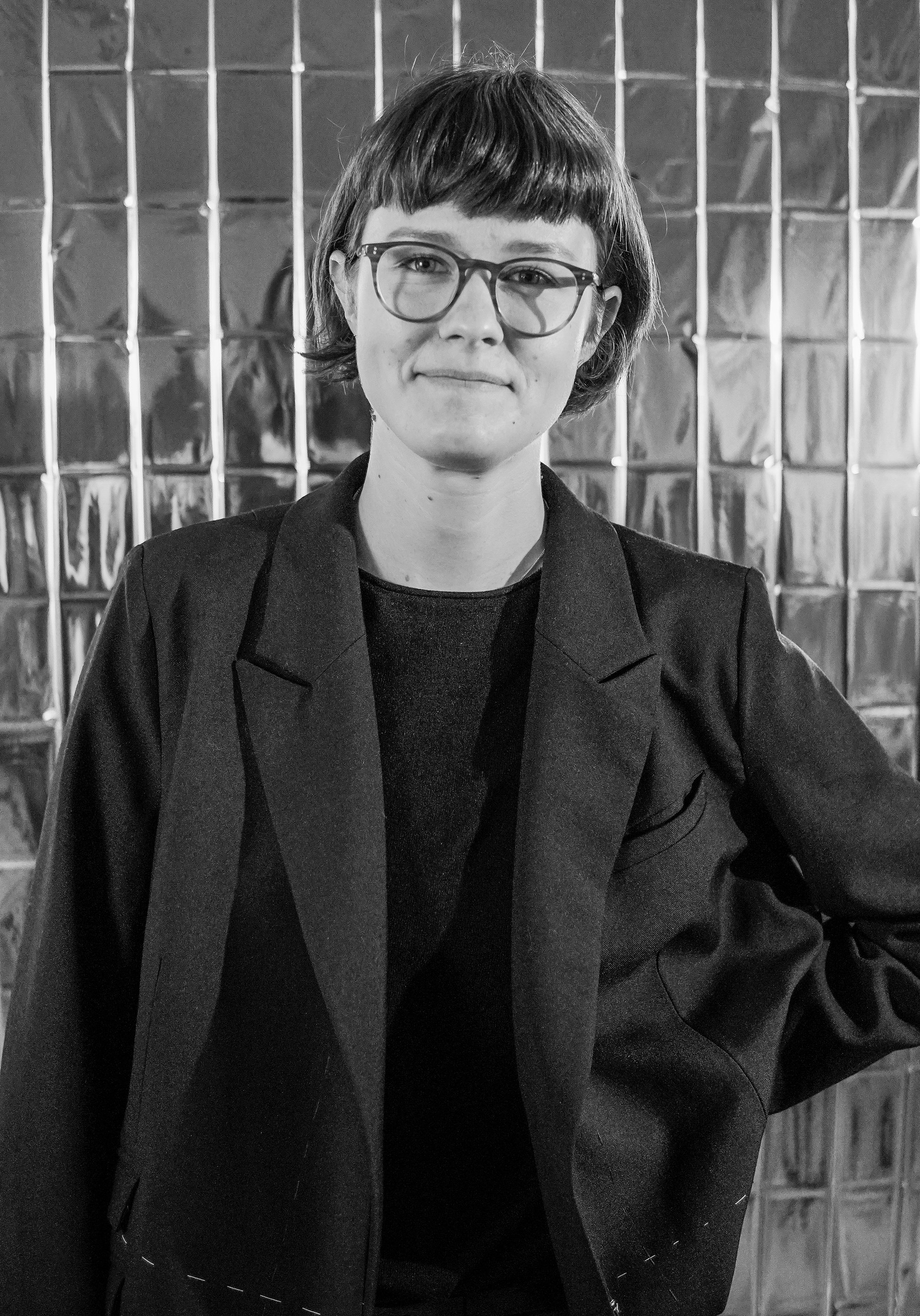 Franziska Bauer    INTERSTRUCTURE