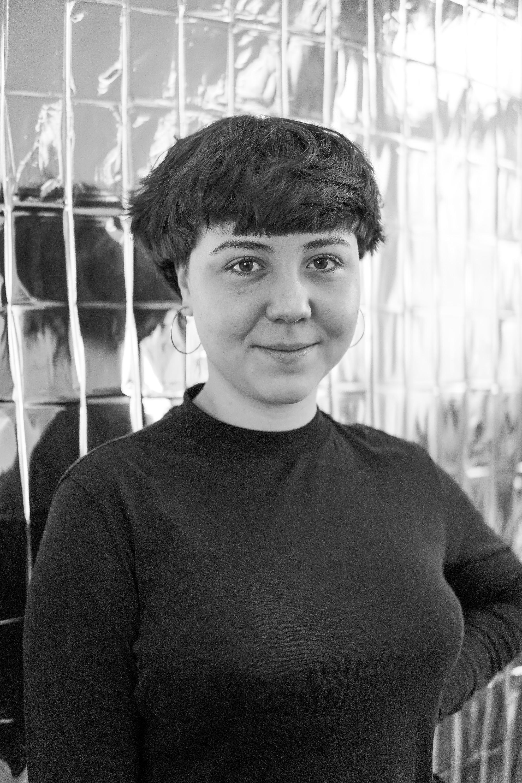 Stella Höllerer    FRAU SAMMER