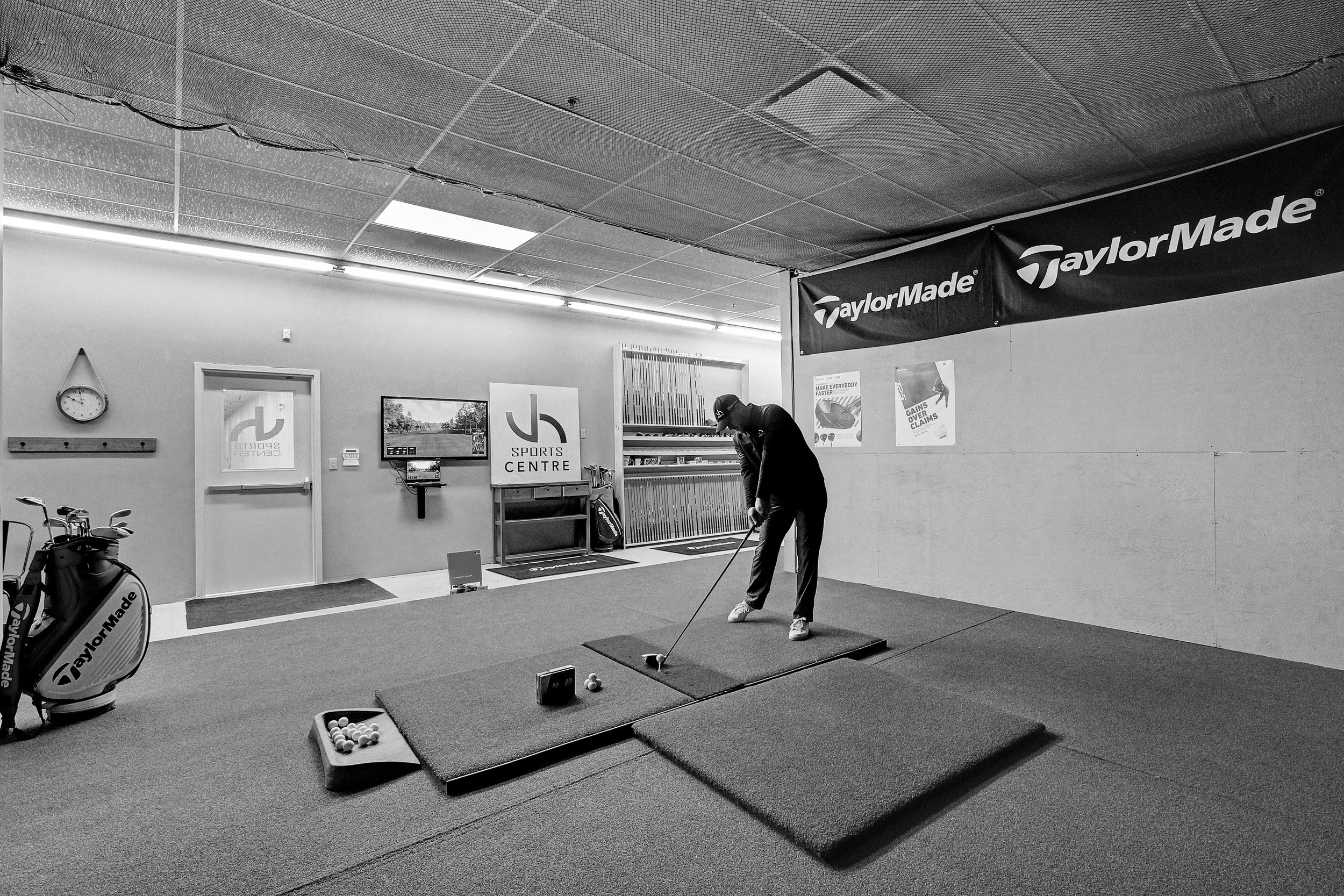 Trackman4 Simulation Bay - Includes the same performance software from the Trackman3 plus full on course simulation software. Play and Practice on over 20 courses including St. Andrews.Book 18 holes with up to 4 people,Create your own league$40/hr (Roughly an Hour Per Person for 18 holes)Book Now→