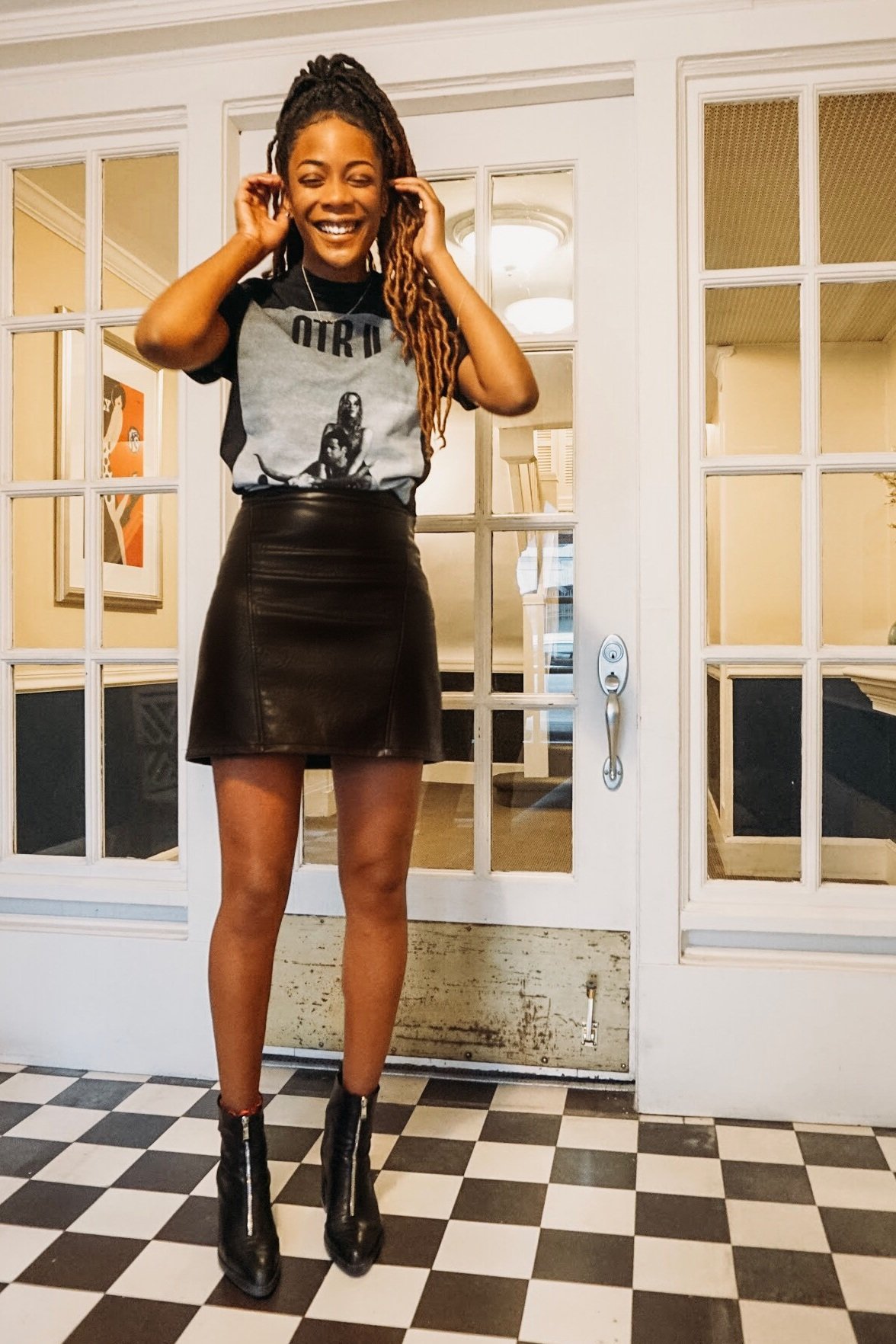 Leather+mini+skirt+and+graphic+tee.jpg