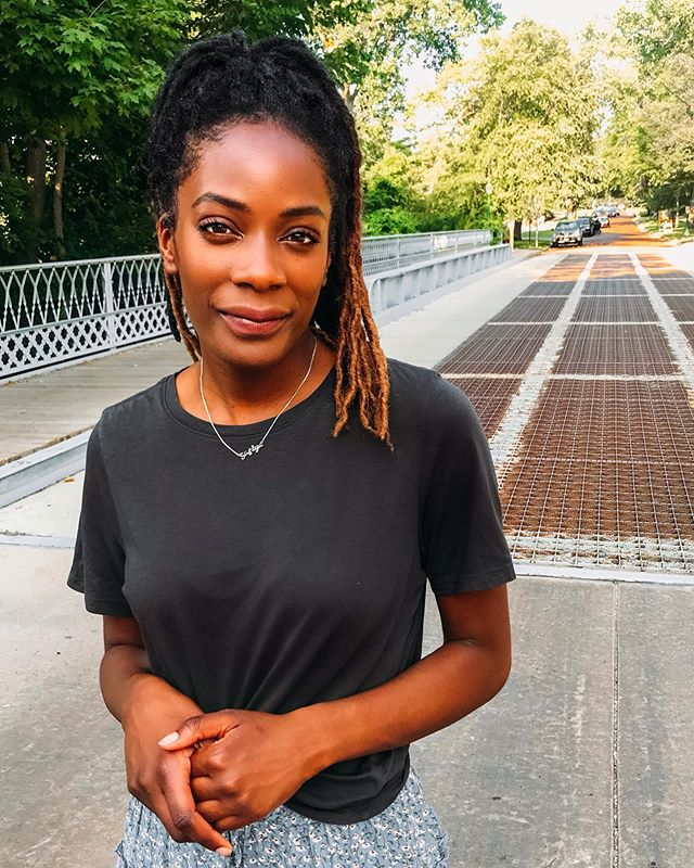 As much as I love trying out different styles and trends, I'll alwaysss come back to basics. One of my favorite items in my whole closet is this soft gray @gap t-shirt - I have had it for 4 years and counting because it's the perfect fit! 😍😍  What're your all-time fave wardrobe staples? #sliceofsafiya