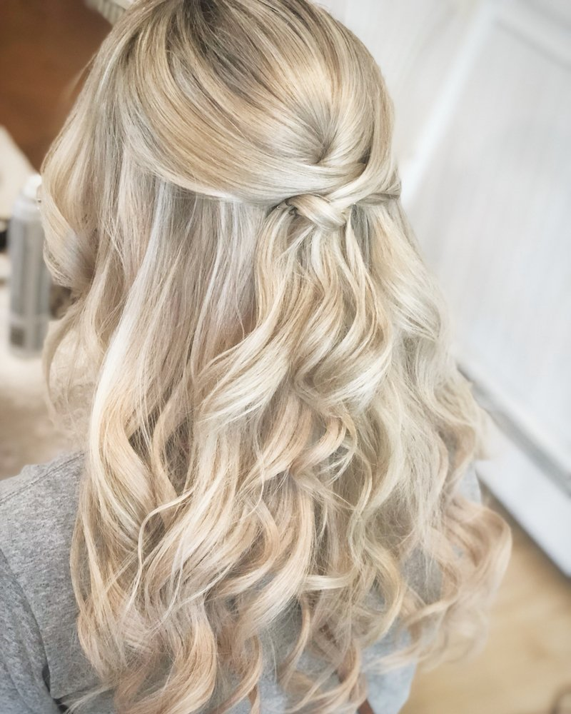 Curled half-up blonde hair