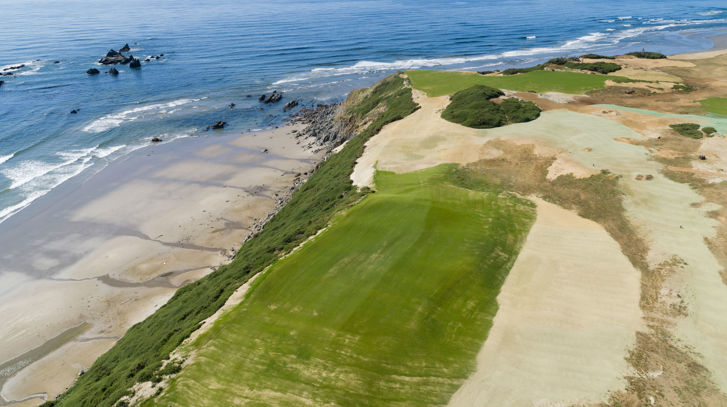 Recently seeded, the 15th hole is a slight dog-leg right Par-4 that heads directly west and begins a three hole stretch of links golf beauty right on the bluffs overlooking the mighty Pacific Ocean.