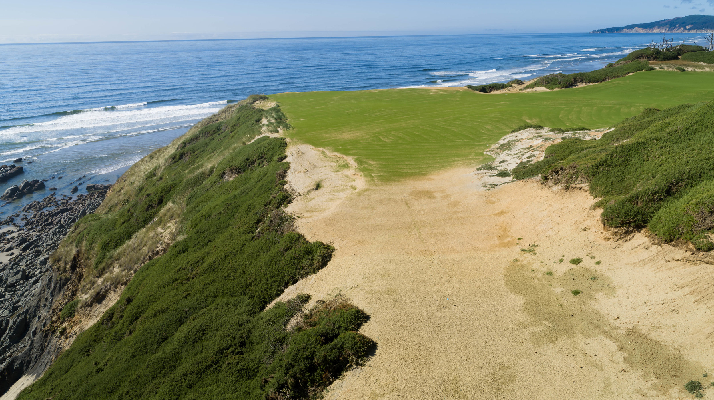 It's hard to look at Sheep Ranch No. 16, a dynamic Par-3 heading north, and not think about the amount of fun this double green complex contains. Overlooking a beautiful rock formation to the west in the Pacific Ocean, this hole is sure to get your blood boiling, challenging your focus on the shot at hand as well as taking in the beautiful scenery.