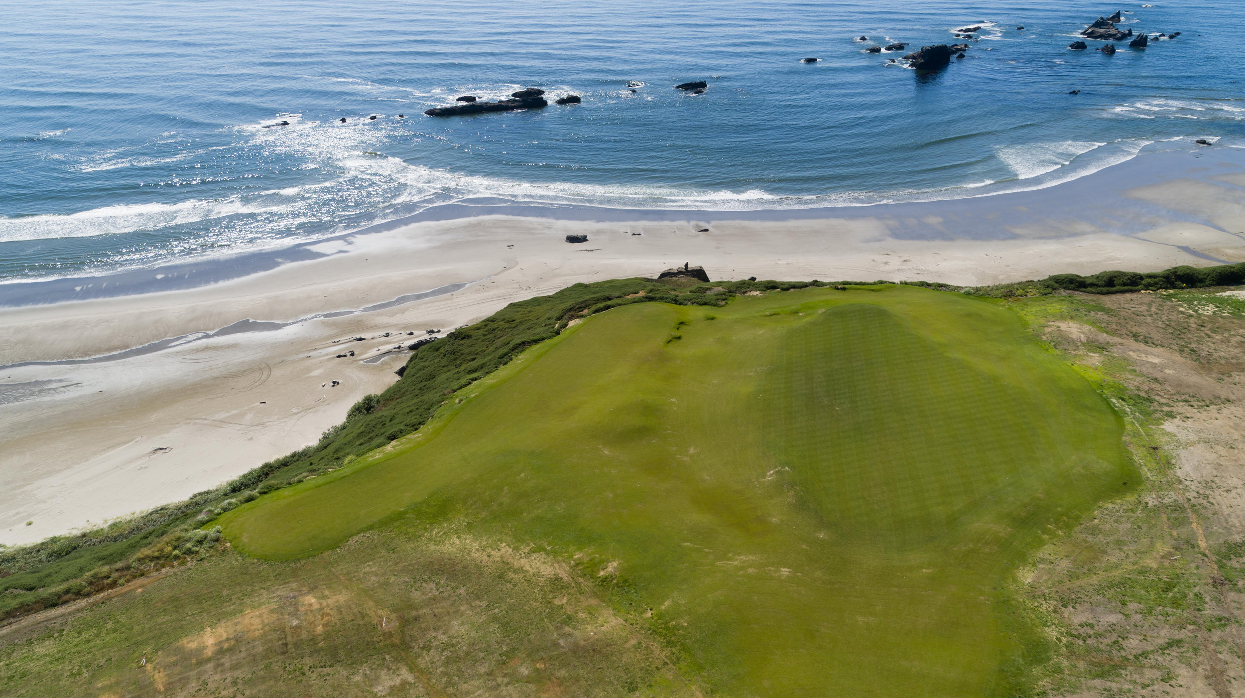 The next peninsula just south of 5 Mile Point, is home to both the 5th green and 6th tee. Sheep Ranch No. 5 is a Par-3 that runs directly west making for a challenging crosswind when playing your tee shot.