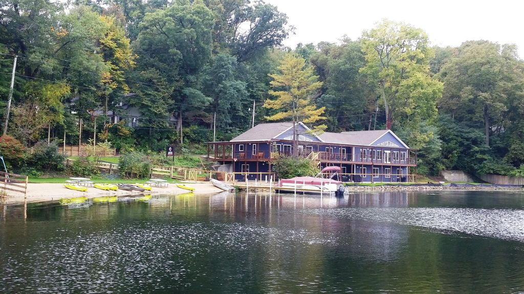 Pontoon Boat Pkg inc. 25' pontoon, 7 kayaks, row boat. Barrier-free dock access!