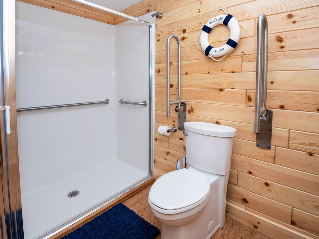 5 of the BR-BA suites are wheelchair-friendly with 30x60 roll-in showers.