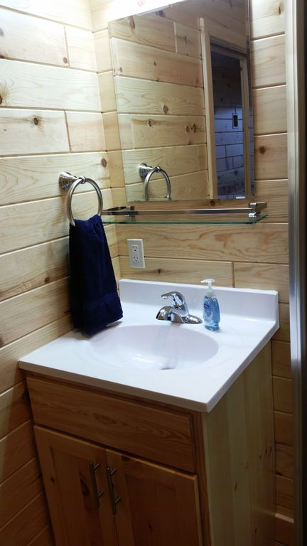 Of the 12 BAs, 5 have 25-inch vanities with glass shelf above the sink.