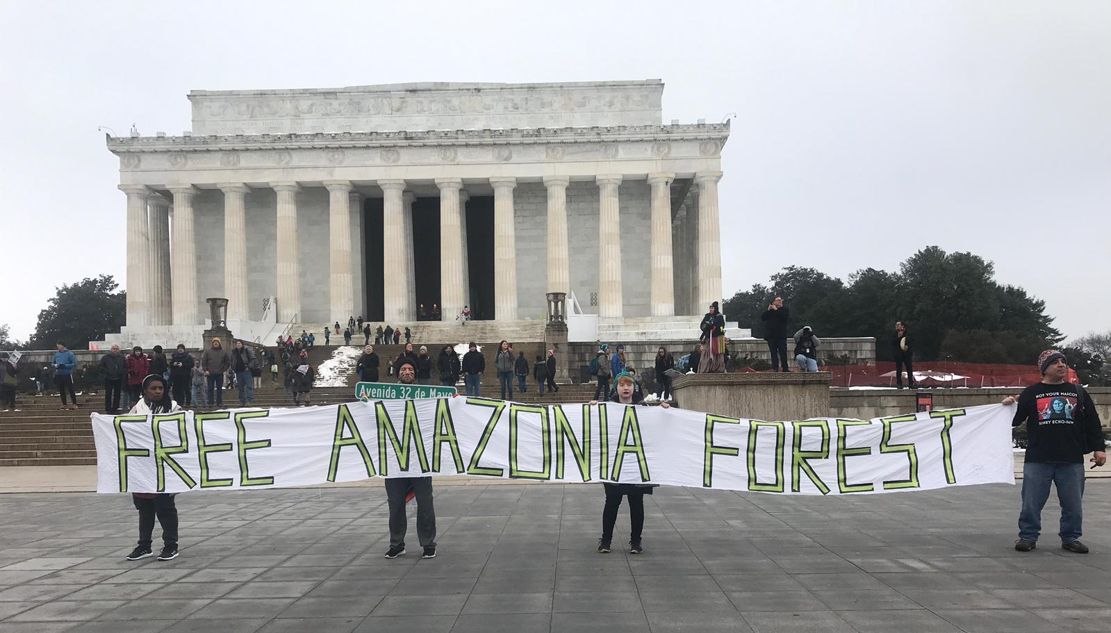 Groups denounce in Washington DC threats to the Amazon and indigenous peoples by the current government of Brazil