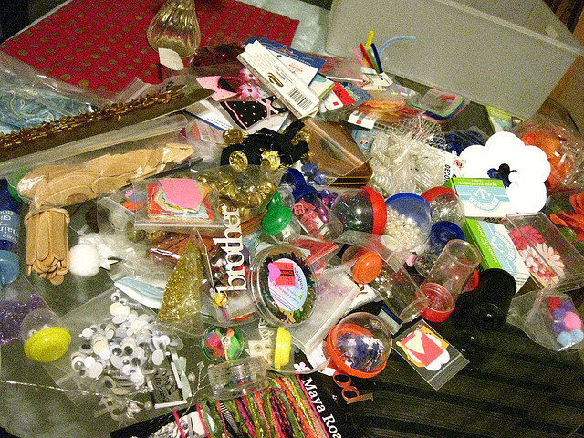 "Is your brain's ""junk drawer"" too full? Amanda Lathrop rids herself of the distraction of her ""mental ephemera"" by using Mind Mapping."