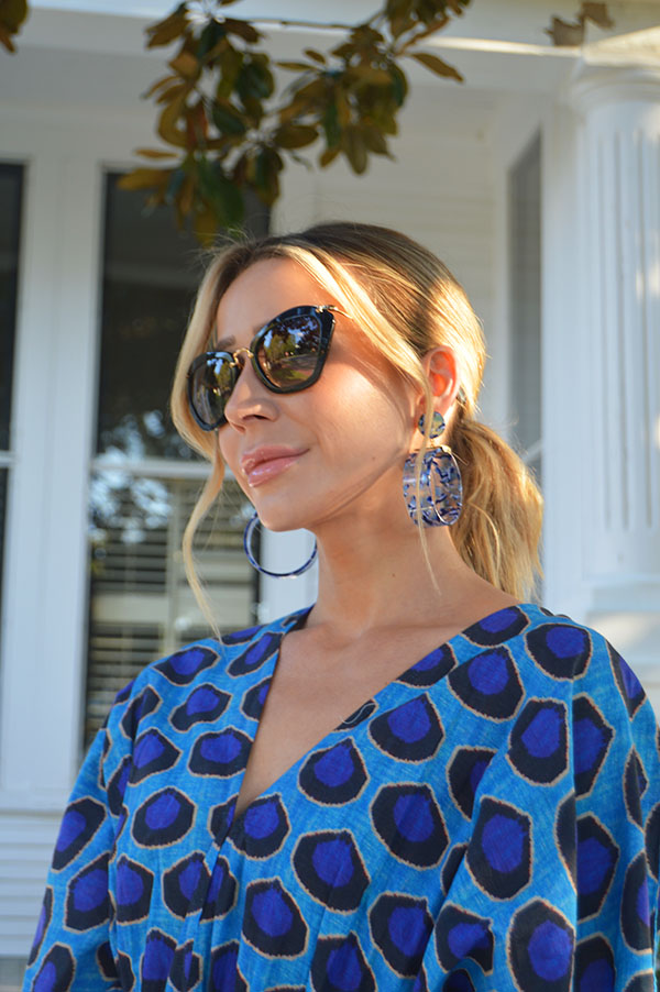I can't get enough of these Lele Sadoughi  hoops ! They make such a statement and you won't believe how lightweight they are…the fact that they almost perfectly mimic the print on my dress was just a bonus!