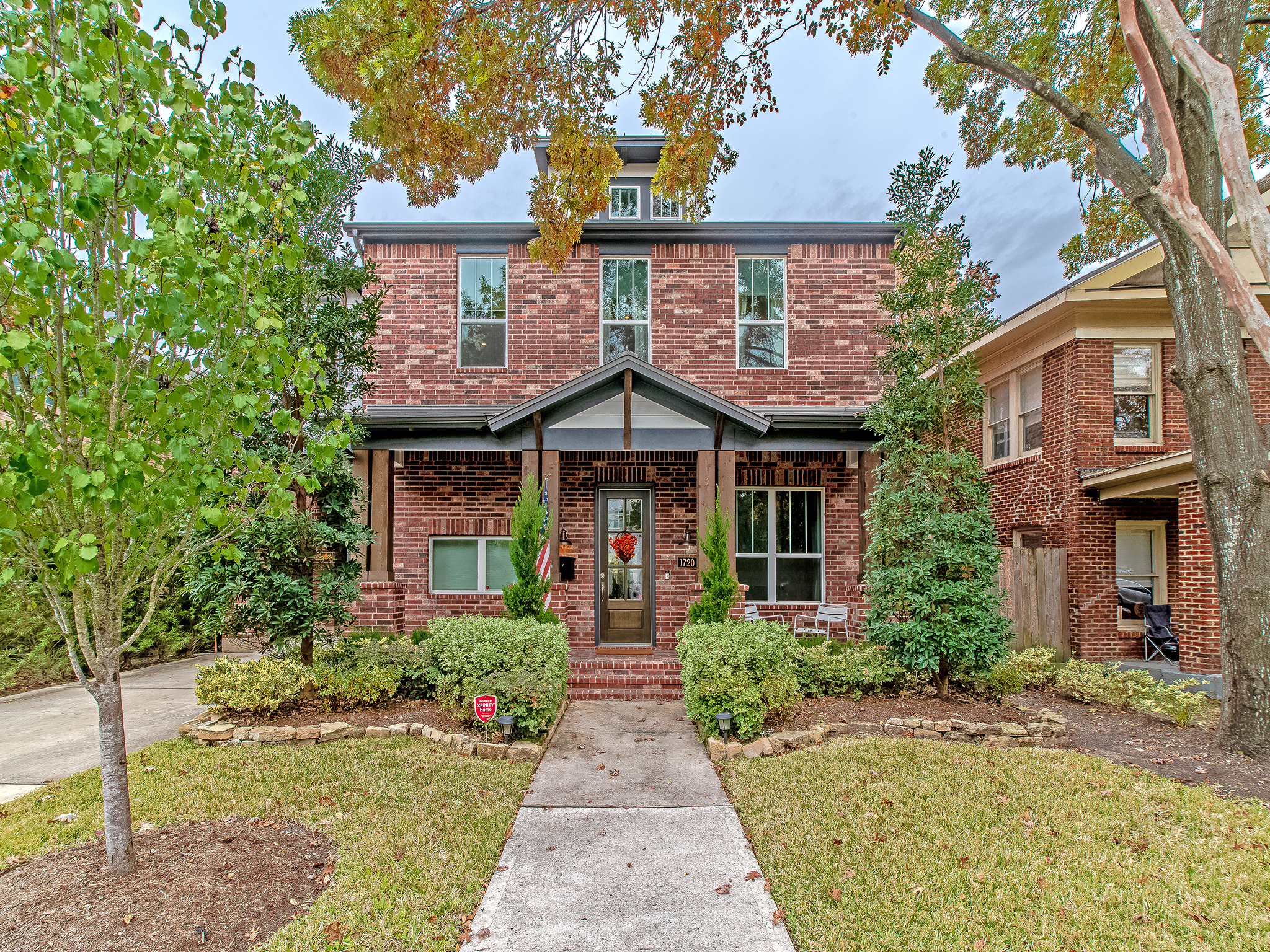 A beautiful craftsman style home built in 2016. Ideally located within walking distance of the Montrose HEB, Trader Joes, Menil Collection and many other Upper Kirby Shops and Eateries.