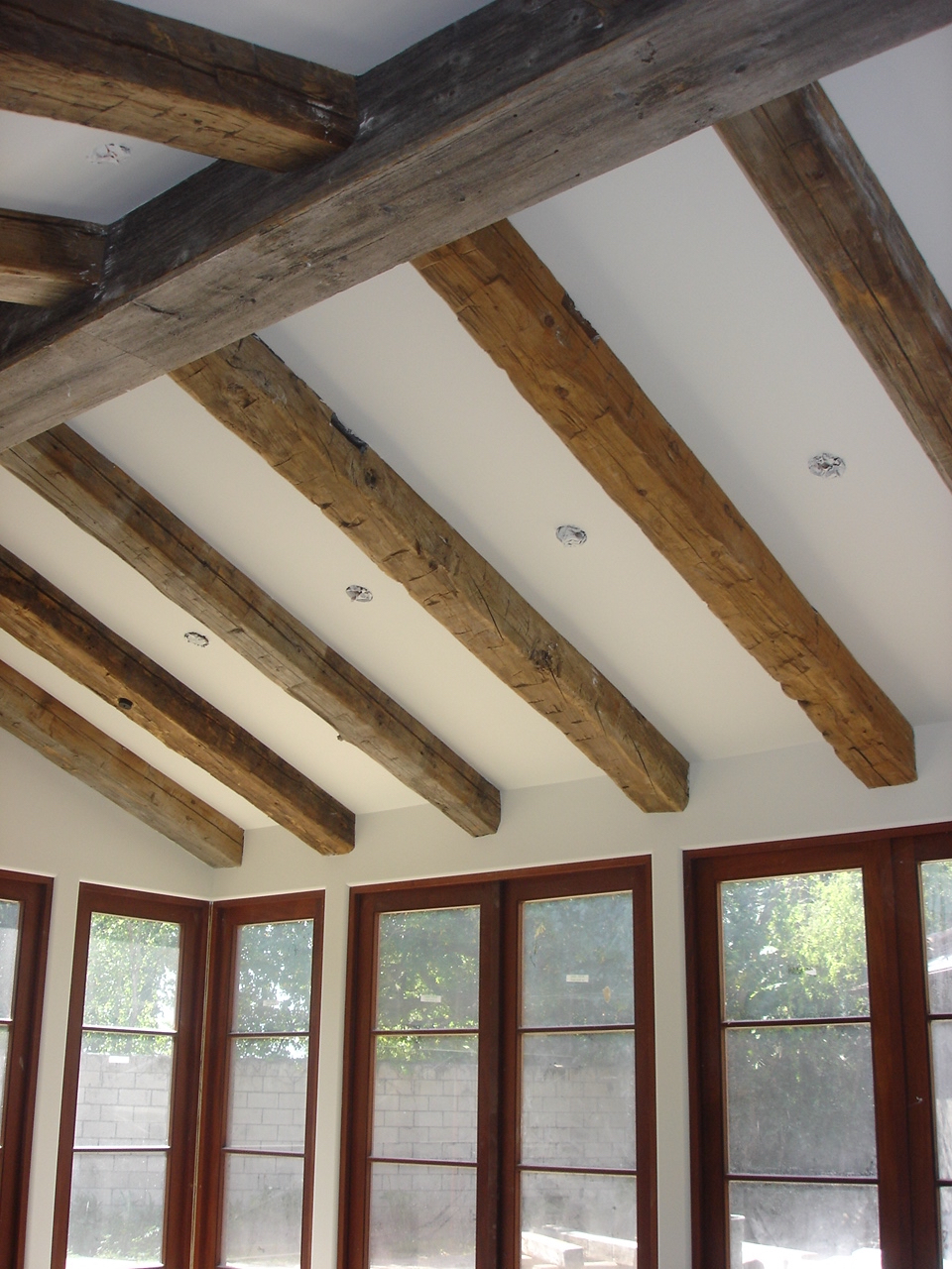 RECLAIMED WOOD BEAMS - (CLICK)