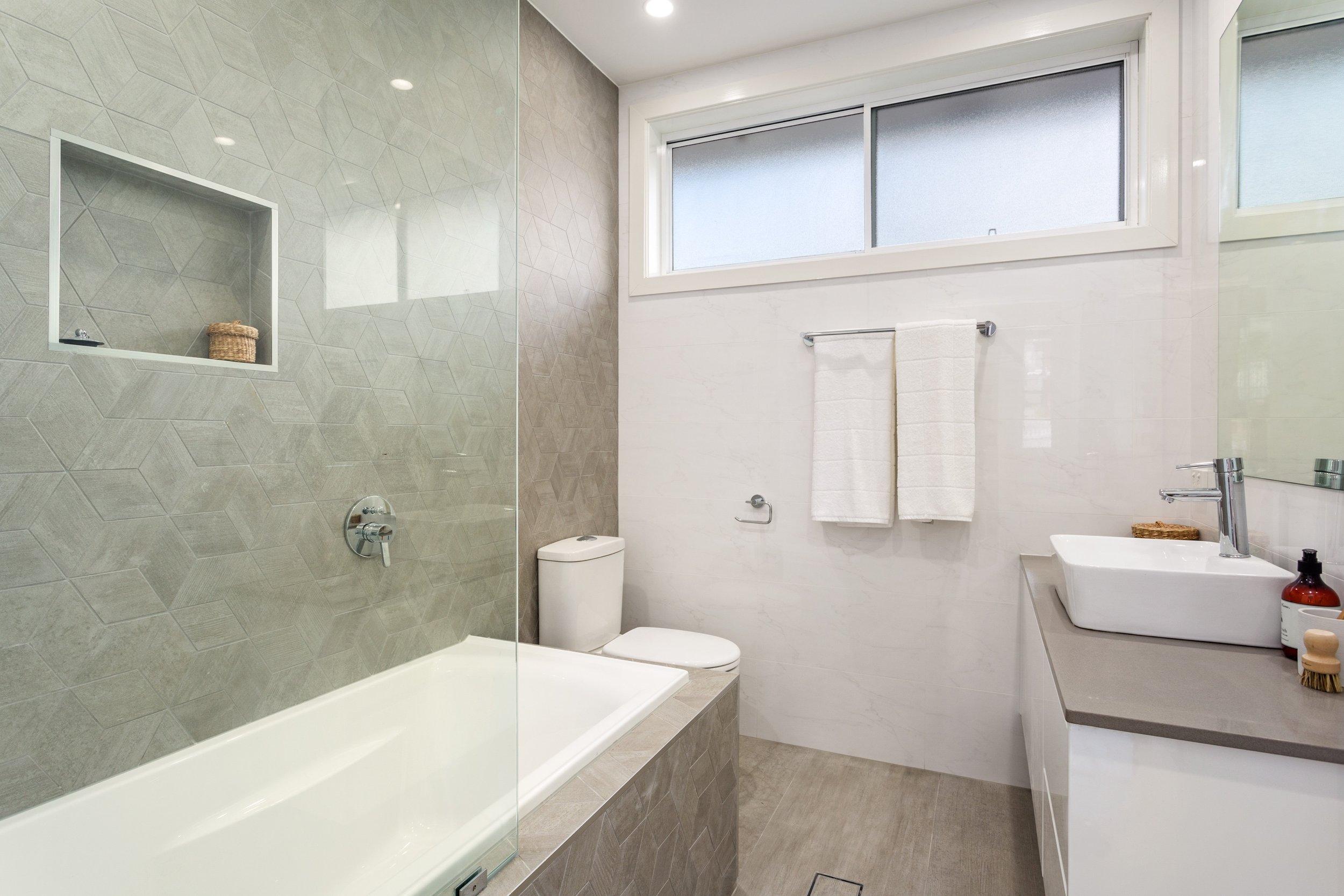 8 ikara place bathroom.jpg