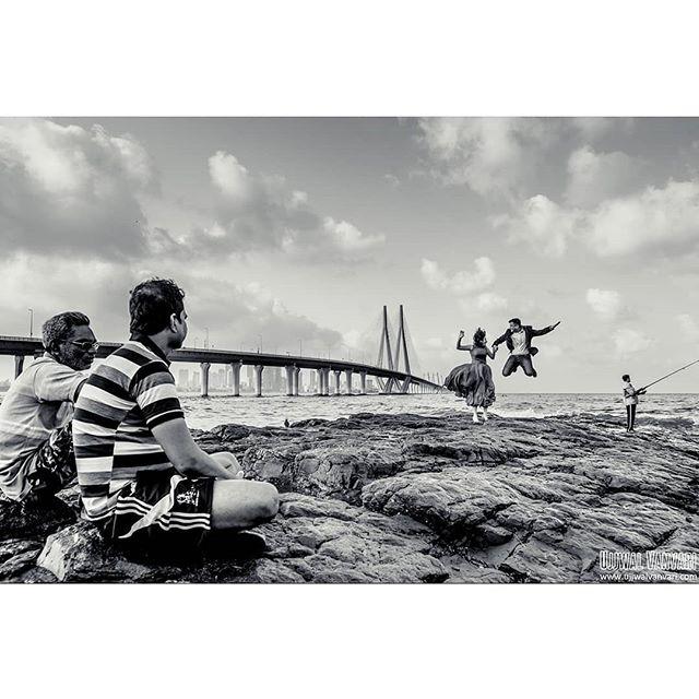 Monika & Sumit, Mumbai ⠀⠀⠀⠀⠀⠀⠀⠀⠀ Shot by @ujjwalvanvari ⠀⠀⠀⠀⠀⠀⠀⠀⠀ . For any inquery ☎️ +91-9811521277 📧 info@ujjwalvanvari.com 🌏 www.ujjwalvanvari.com . . #ujjwalvanvari #nikonteam #preweddingshoot #weddingphotographer #blackandwhite #fearlessphotographers #crazy #mumbai #bandstand #sealink #landscapephotography #delhiweddingphotographer