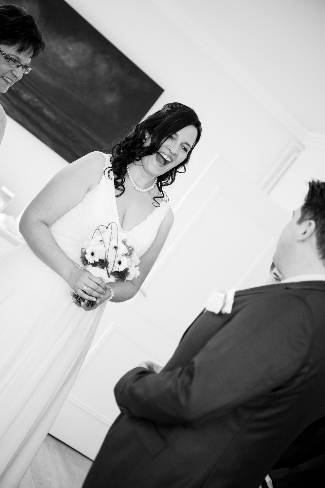 Bruidegom ziet bruid