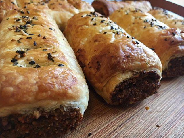 A hot sausage roll on a cold winter's day 👌  #vegan #cornwallvegans #whatveganseat #satellitecafe #falmouth #cornwall