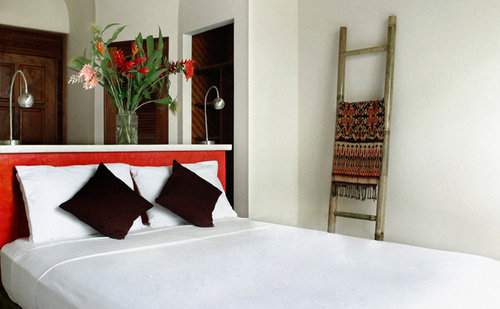Hermitage Room w/ AC & Private Bath   Single occupancy (queen):  $2495pp