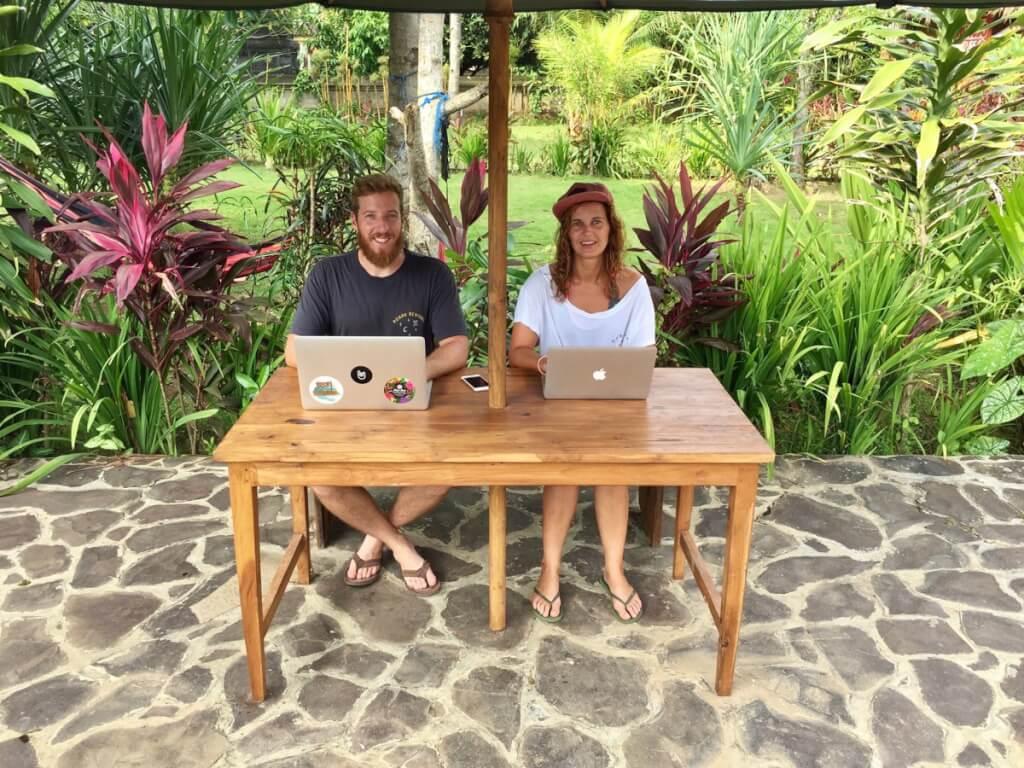 Heidi und Christian arbeiten ein Teil des Jahres Remote. Automatisierte Abläufe machen es möglich …