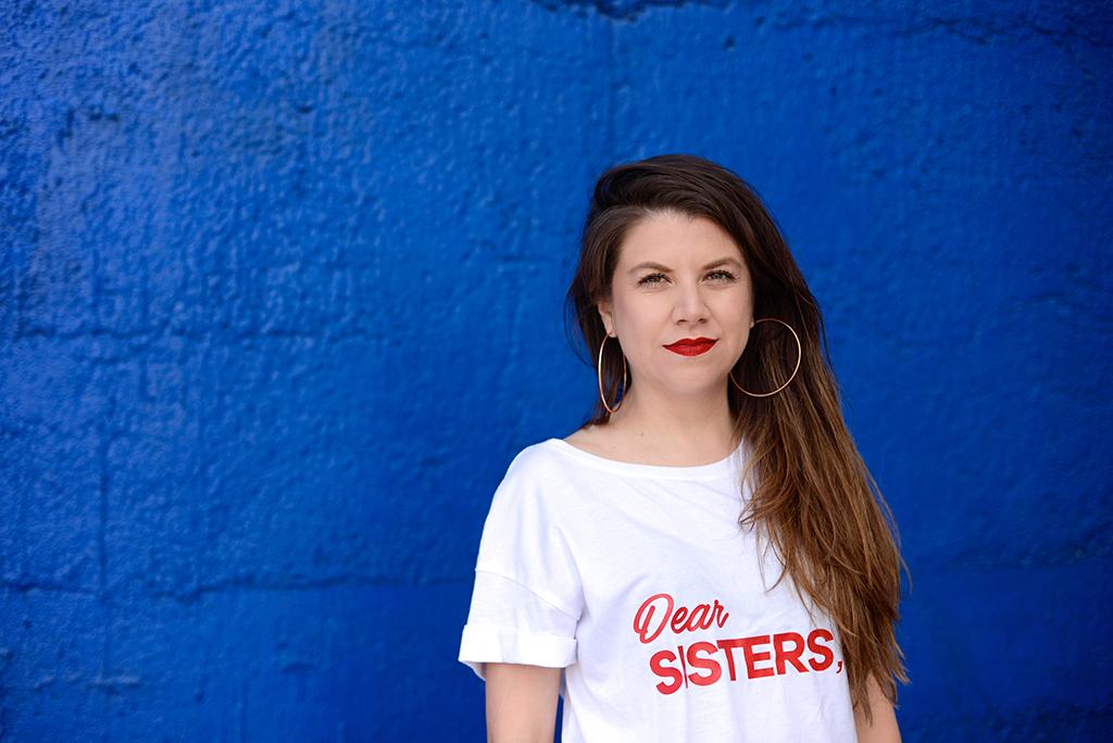 Bárbara Moreno - Soy Bárbara, estudié Periodismo y ahora estudio Guión y Dramaturgia. Me gusta contar historias en formato de chismes, relatos, cuentos, crónicas y películas. Como Terapeuta Narrativa, tengo la certeza de que cada persona es experta en su propia vida y desde ese lugar quiero escuchar las historias que las personas estén dispuestas a compartir conmigo. Nadie en mi familia es güerx, soy feminista, deseo bailar hip hop y un día participar en un musical.