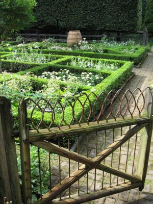 CT Falls Village 5.19 Bunny Williams Gate to the parterre 640_0.jpg