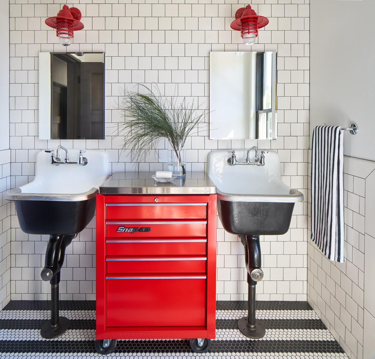 Gerber-Berend-325-9th-Street-6-19-17-Red-Bathroom-2nd-Floor-Web.jpg
