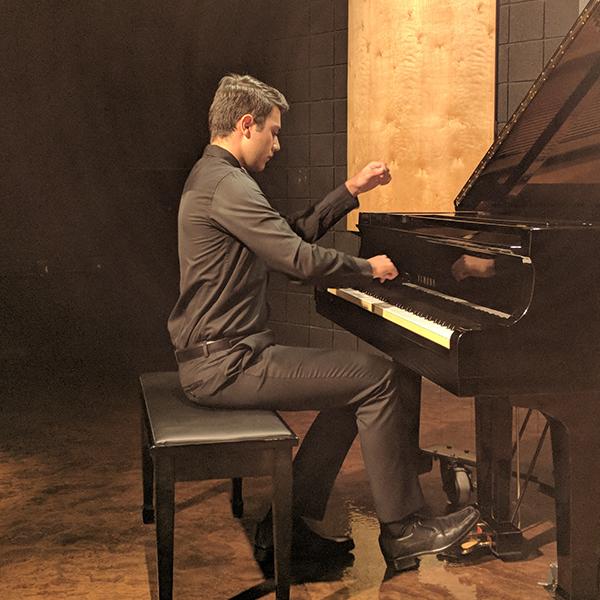 Andrés Rico , piano