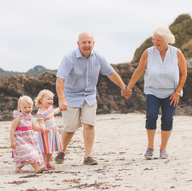 One for the grandparents 💙 Loved this little family lifestyle photo session on the beach - a gift for this lovely Grandpa! #familyphotography #lifestylephotography