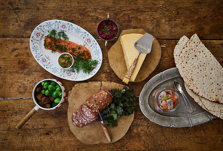 Julbord - Välkommen till Le Garages hemlagade och traditionella Julbord. Vi dukar upp julen mellan den 3 och 22 december.