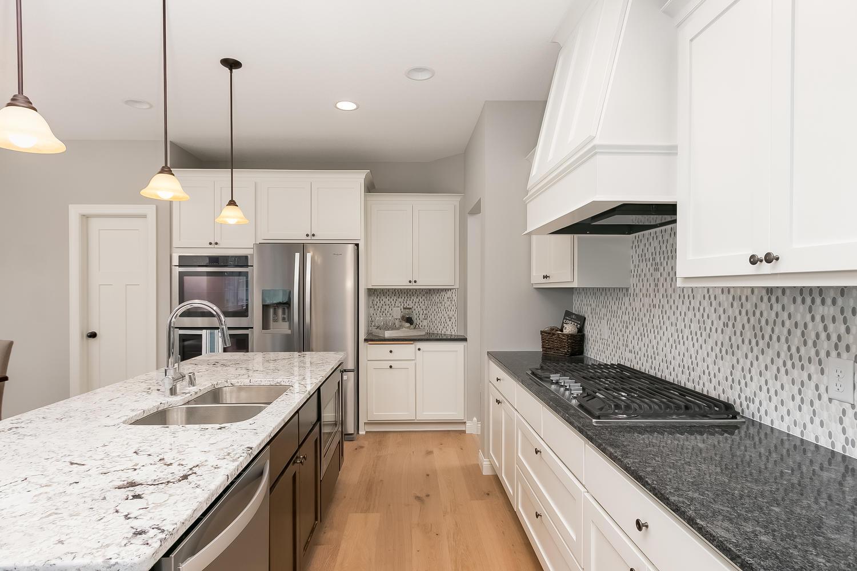 2052 Rosewood Street Lino-large-011-21-Kitchen-1500x1000-72dpi.jpg