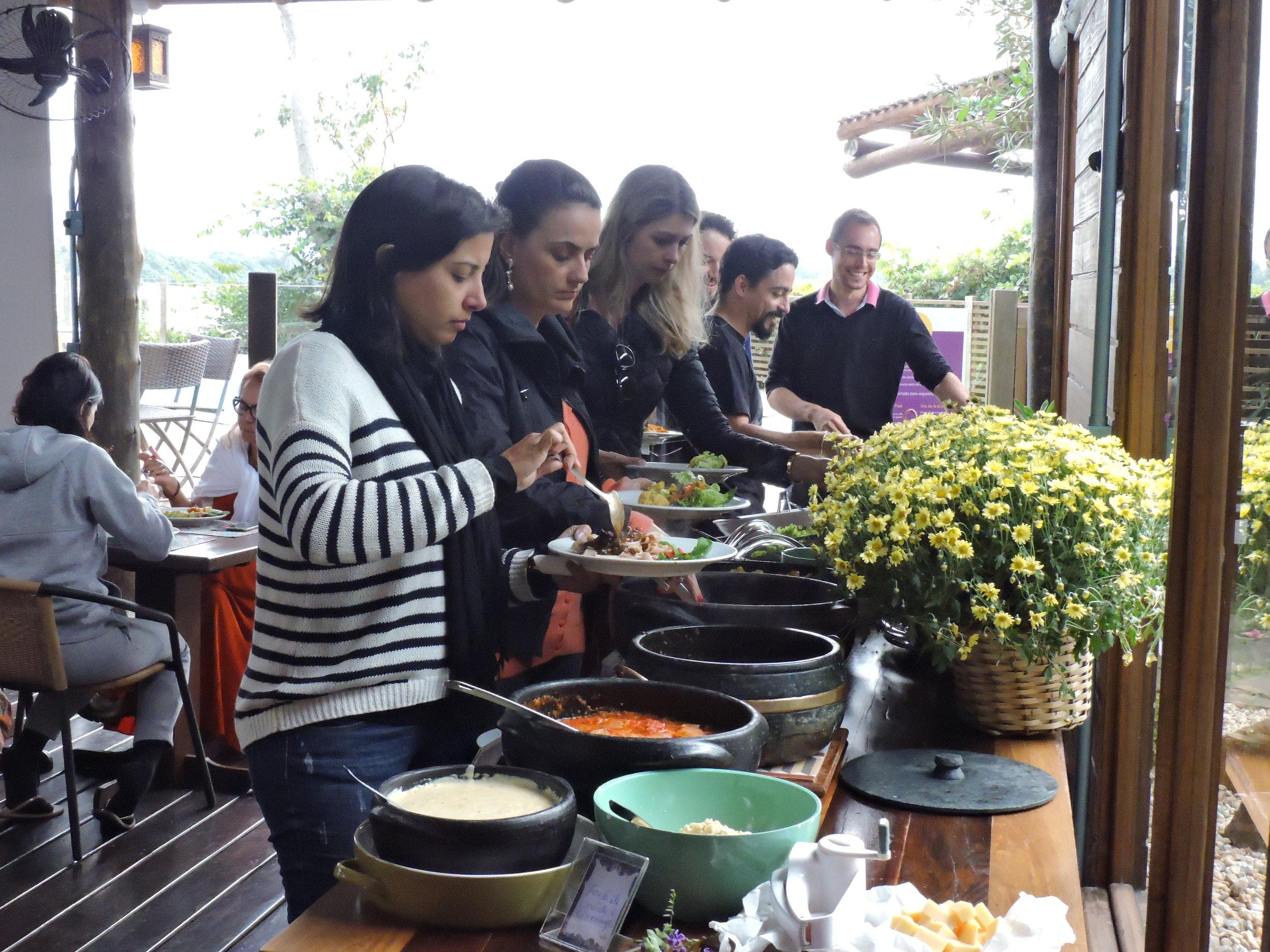 Alimentação - Almoço_grupo.JPG