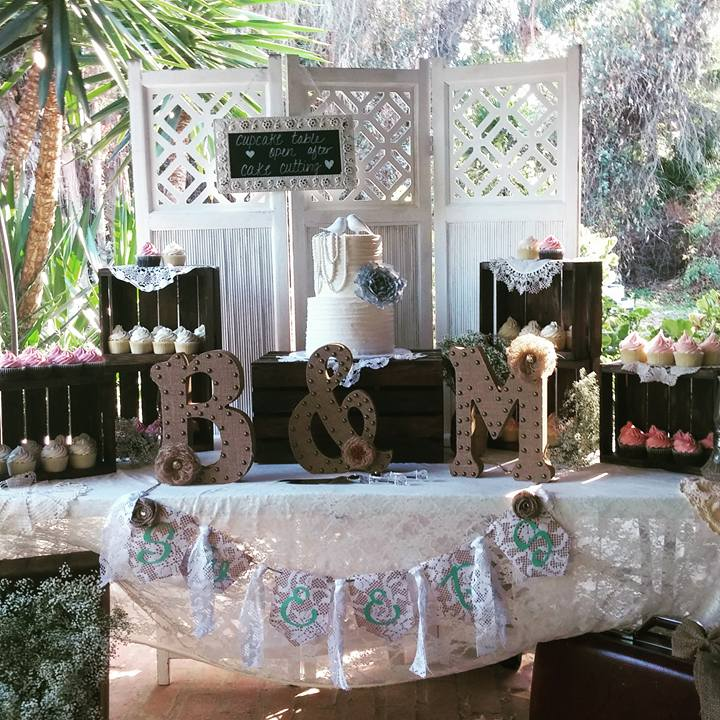 We decorated this desert table with lots of crates and lace for that cozy country feel.
