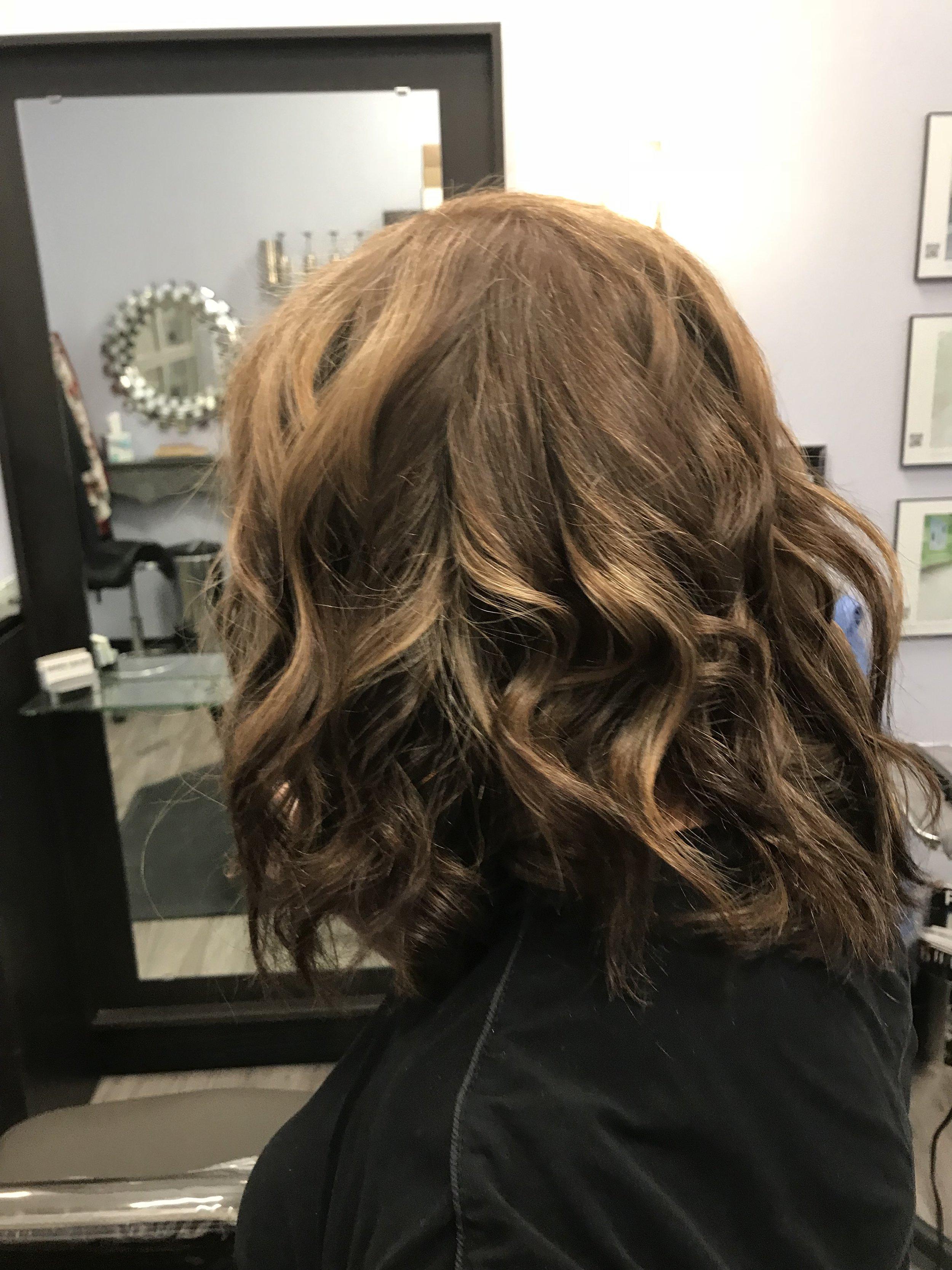 The back view of Linda's balayage procedure