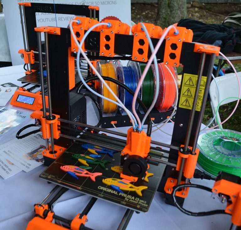 Photo Credits: https://hackaday.com/2016/10/03/maker-faire-multicolor-and-multi-material-3d-printing/