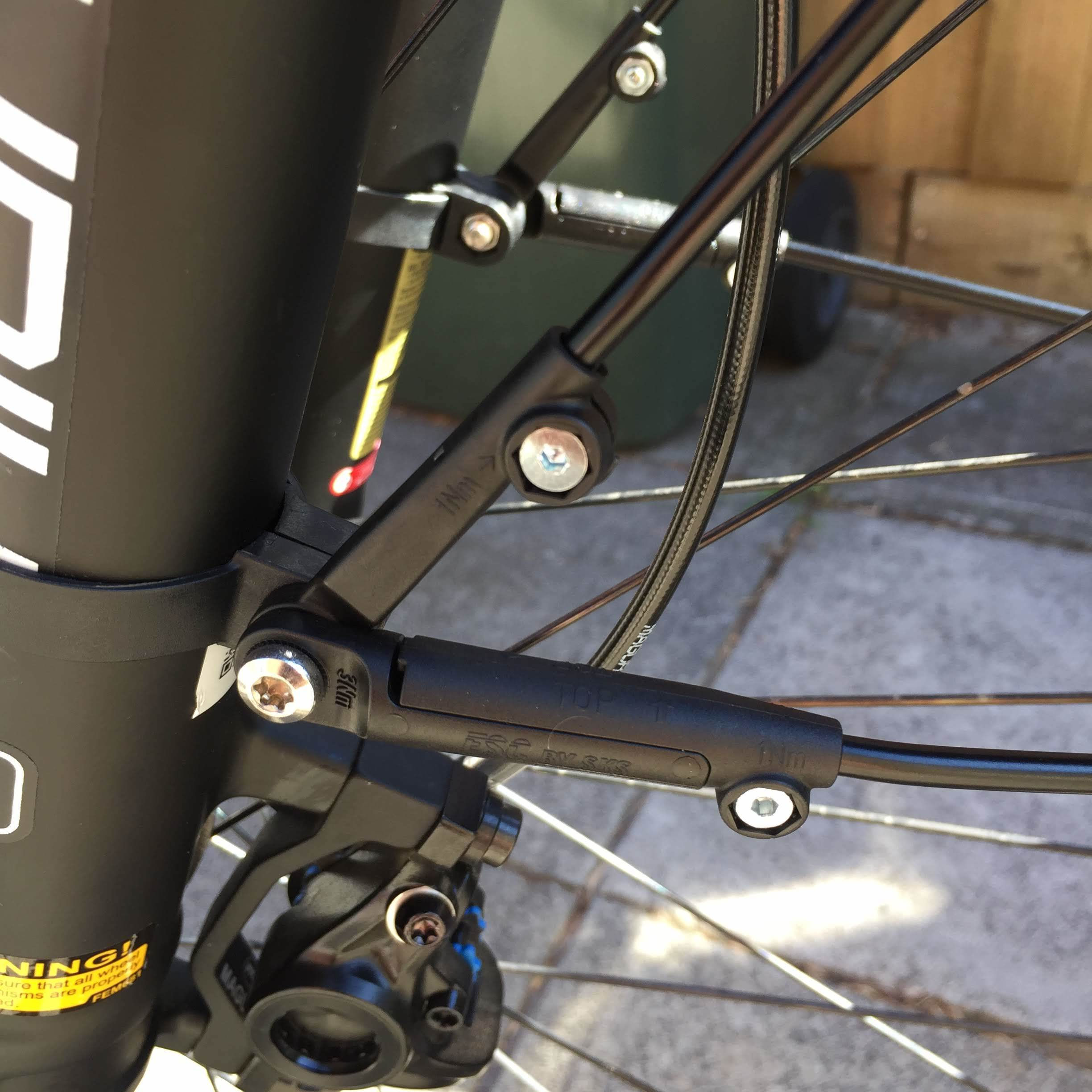 Strong connectors for the mud guards