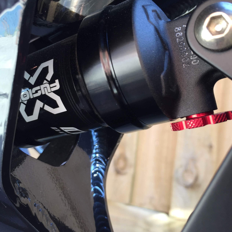 Rear shock with rebound knob