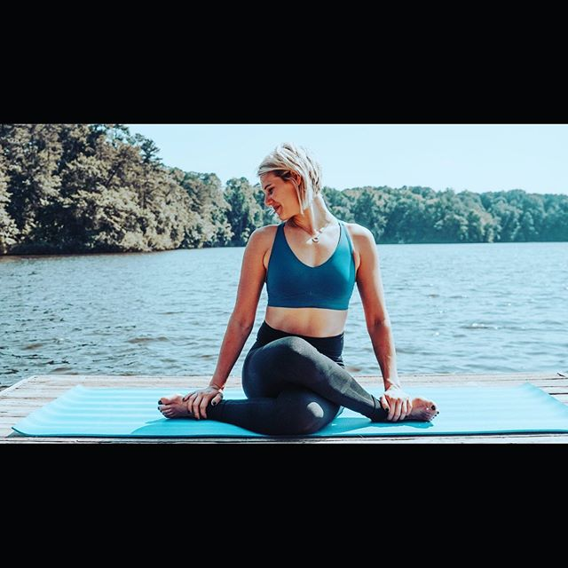 Yoga can be a GAME CHANGER for athletes. We're talking mobility, flexibility, regeneration, reset, mental clarity, breath work, focus. Small, positive changes today make a big impact in future performance ~~~~~~~~~~~~~~~~~~~~~~~~~~~~~~~~~~~~~~~~~~ Interested in incorporating this in to what you or your team are doing? ??Want to bring this to your camps??? Reach out!! 🧘🏼‍♀️🤙🏻 📸 @artofsoul__
