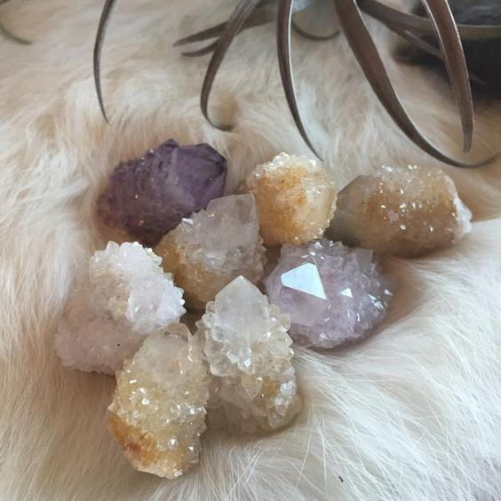 Sprit quartz is a crystal of harmony and alignment. Its essence is perfect for uplifting the spirit and mind.