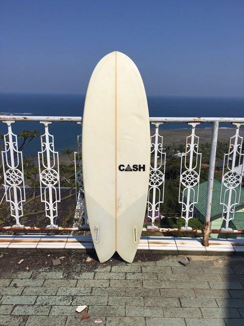 """CASH SURFBOARD  The Twin Cish 5'6"""""""