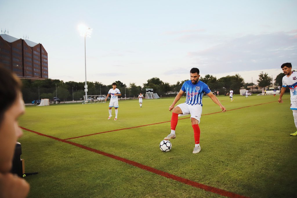 Juan 'Pelon' Salas manages to demonstrate toe tapping to various Azul City players while also scoring 4 goals on them in the last two games. Looking on, Zach Loyd is very impressed with this skill.