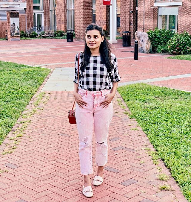 Absolutely loving these pair of jeans💕 One of my favorite find @jomarstores . I have been asked multiple times, where I got it from... and yesterday as I wore this to have dinner at @zahavrestaurant a girl just stopped me at the train station and took a picture of it😱😍 Doesn't it feel so amazing when someone surprisingly come up and  compliments you honestly? 🥰 💁‍♀️ Well, honestly  I  like the way how basic the style is and still has got a stylish edge to it! Specially the unique acid wash!! ▪️▫️▪️▫️ Pairing it up with these window-plaids and love how the look turned so appropriate for this transitioning season right now 🙌 & to add further details😬 this classy super comfy plaid top is also a recent #jomarfind 😍 🤗 If you wanna shop my looks, then I suggest go visit the @jomarstores. Okay! atleast go once and trust me you gonna love your finds!!