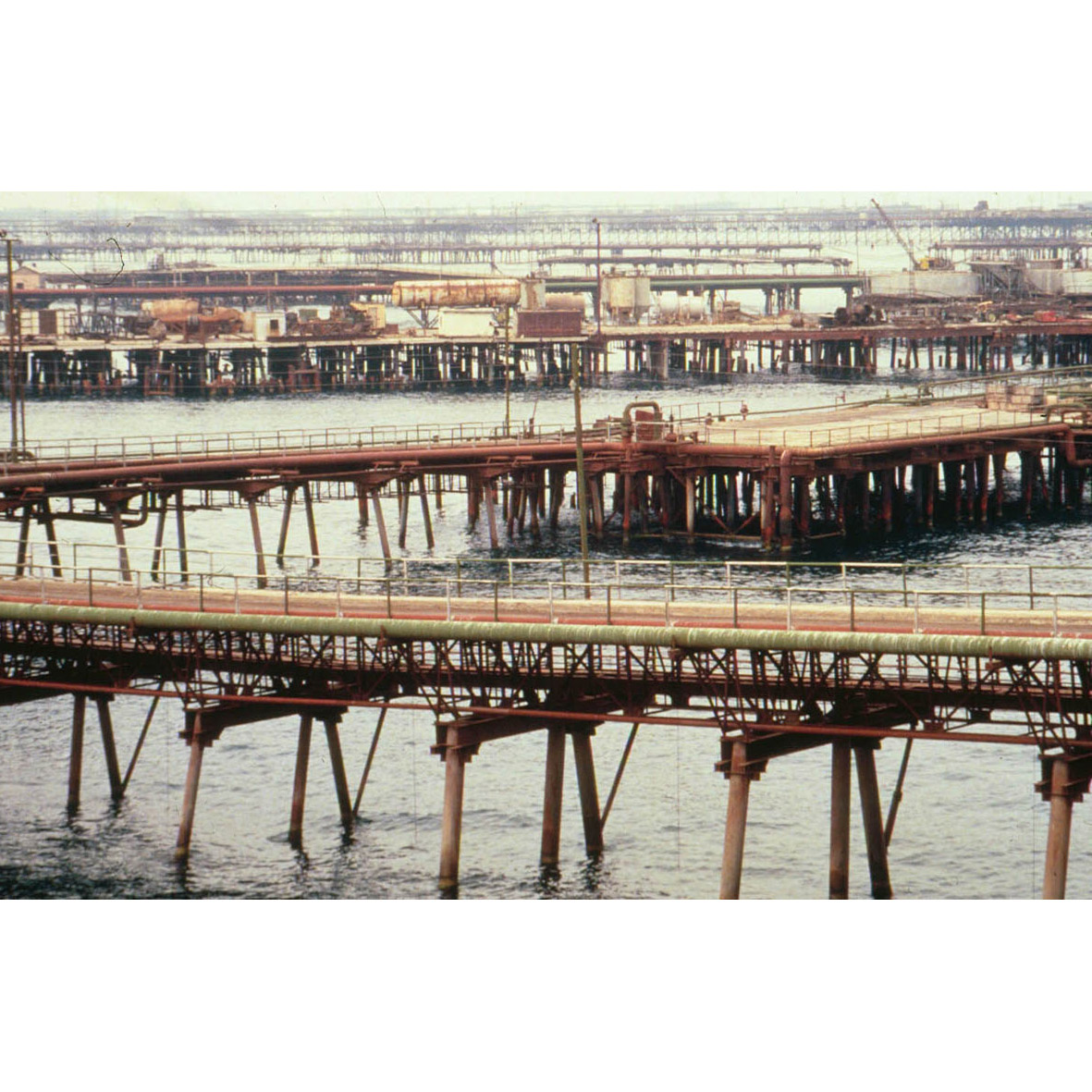 Neft_Bridges.jpg