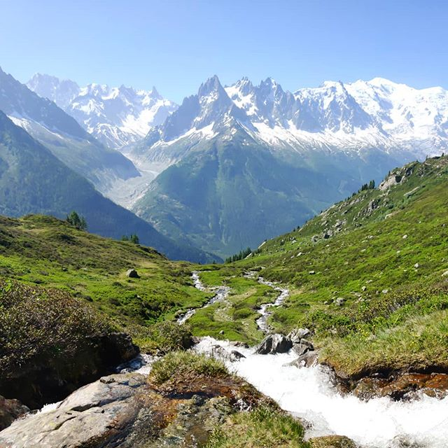 A reminder that the trail between Lac Blanc and Refuge la Flegere is still closed due to maintenance for the next week (until the 30th Aug). This only impacts hikers staying at Refuge Lac Blanc or passing this TMB variant - there is no impact for those staying on the main trail. Due to the Index lift also now being closed for the season, the best thing to do is back track to la tete aux Vents and continue to Refuge La Flegere. This will add extra hiking time (45min-1hr). If you're visiting Lac Blanc after the 30th of August, the maintenance will have finished and you'll be able to enjoy the fresh trail to La Flegere 👍  #tmb #tmb2019 #tourdumontblanc