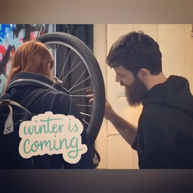 Winter is almost here, but don't put your bikes away yet! Just let the crew at SKO help you put your winter tires on to keep you safe from those icy Oslo streets and sidewalks. Come by tonight from kl 18-20! We'll get you ready for the long winter and get your bike fitted to keep you safe from the White Walkers. #sykkelioslo #oslobiking #sykkeloslo #greencityliving #gamlebyen #kidswhobike #sykkelbarn
