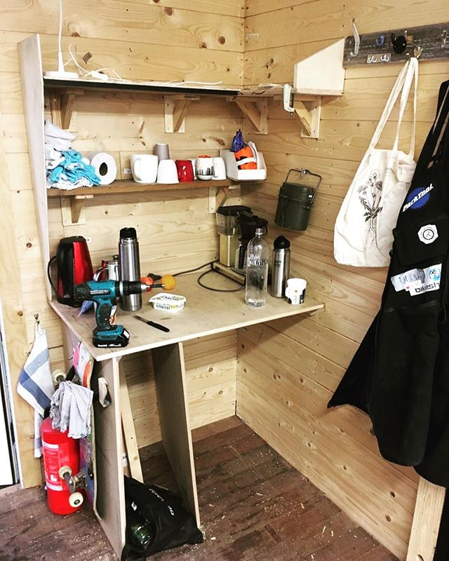 Our crew is working on making our workshop a little cozier and more comfortable. If you have any ideas or experience to share then please feel free to share or stop by tonight to see what we've got going on. (kl 18-20) #sykkelioslo #oslobiking #sykkeloslo #greencityliving #gamlebyen