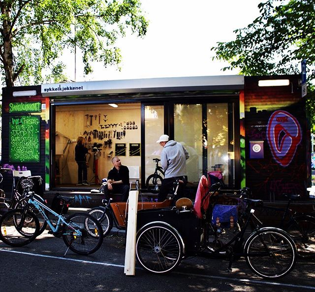 Did you know that SKO is on Instagram? No? Well, then you should head over to @sykkel_kjokkenet_oslo  and give us a follow!  You should also stop by tomorrow from kl 11-14 for a weekend bike service, or just to say hello. 🚴🏽♀️👋🏾 And, now you can tag us in your Instagram pictures! ...ya know, if you want. God helg! #sykkeloslo #sykkelkjøkkenetoslo #sykkelkjøkkenet #gamlebyen #oslobiking #bikerepair #gamleby #kidswhobike